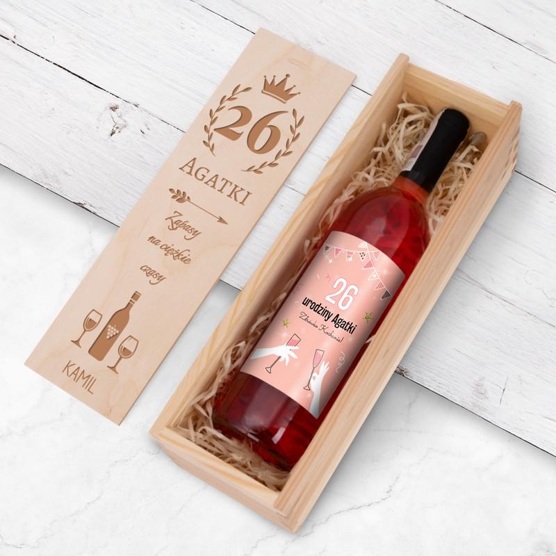Wino na urodziny z personalizowaną etykietą / Różowe Kieliszki / drewniana skrzynka z Nadrukiem / różowe półsłodkie / Fresco / 750 ml